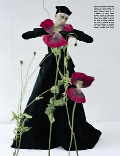 "deauthier: ""Black and Roses"" Kristen McMenamy, Photographer Tim Walker For Vogue Italia, October 2012 Victoria And Albert Museum, Editorial Fashion, Fashion Art, Dark Fashion, Fashion Shoot, Tim Walker Photography, Magazine Vogue, Robert Mapplethorpe, British Style"