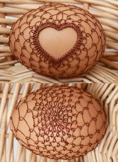 Gorgeous Czech Easter eggs decorated with intricate designs created with copper wire Wire Crafts, Fun Crafts, Diy And Crafts, Egg Dye, Egg Designs, Cute Diys, Egg Decorating, Beads And Wire, Wire Jewelry