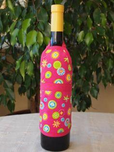 Delantal para botellas hecho de tejido algodón/poliéster y cinta de algodón. Lavable a 30 grados. Bottle, Home Decor, Dishwasher, Soaps, Wine Bottles, Aprons, Ribbons, So Done, Tejido
