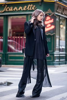 70s-leather-flared-pants-streetstyle-paris-8