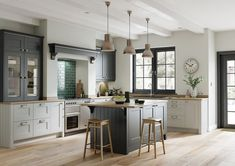 82 kitchen design and decoration design models that are right for your home kitchen design inspiration - frasesdemoda . Shaker Style Kitchens, Grey Shaker Kitchen, Home Kitchens, Kitchen Layout, Shaker Kitchen Doors, Modern Kitchen Design, Kitchen Style, Light Grey Kitchens, Kitchen Design