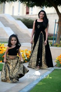 Mom Daughter Matching Dresses, Mom And Baby Dresses, Dresses Kids Girl, Frock Design, Baby Dress Design, Kids Dress Wear, Kids Gown, Kids Frocks Design, Baby Frocks Designs