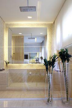 Apartamento decorado Design Campo Belo / Debora Aguiar #banheiro #banheira #bathroom #bathtub #shower #lighting #relax #glass