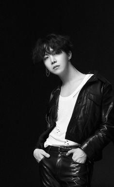 Jung Hoseok You know, Hoseok's duality scares me sometimes. Like one minute, he's a cutie sunshine and the next minute, he'll be as hot as this.