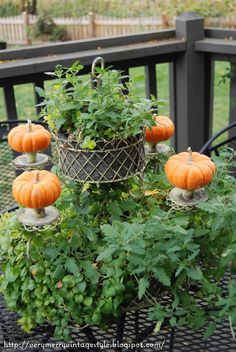 Very Merry Vintage Syle: Simple Fall Deck Decor