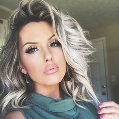 Pelo Color Plata, Grey Hair Extensions, Hair Color Pictures, Stylish Short Hair, Short Wavy, Short Hair Wigs, Curly Wigs, Hair Highlights, Hair Day