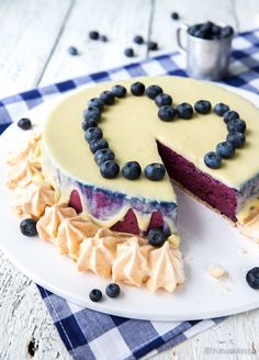 Marenki mustikkakakku - next thing to do! Yummy Treats, Delicious Desserts, Sweet Treats, Yummy Food, Recipes From Heaven, Piece Of Cakes, Desert Recipes, Baked Goods, Cupcake Cakes