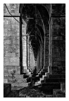 Dans les soubassements Tonnay-Charente - Le Pont suspendu