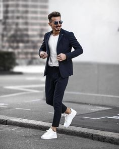 We Bring You The Best Simple, Stylish and Fashionable Outfit Ideas For Men That Every Men Would Love and Best Men's Fashion Styles From Male Models From All Over The World. Blazer Outfits Men, Mens Fashion Blazer, Suit Fashion, Men Blazer, Blazer For Boys, Fashion Boots, Mens Casual Suits, Stylish Mens Outfits, Blazers For Men Casual