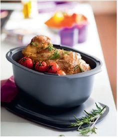 Because it makes it so easy and enjoyable to cook and saves you time, it allows you to relax as you are preparing your meal and after when you are enjoying the time you saved in the kitchen. Tupperware Consultant, Tupperware Recipes, Long Live, Nice Things, Great Recipes, Madness, Food And Drink, Relax, Parties