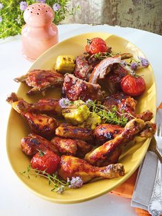 BBQ-Ribs & Hähnchenteile vom Grill Bbq Ribs, Barbecue, Bbq Chicken, Tandoori Chicken, Chicken Wings, Spareribs, Party Buffet, Cooking On The Grill, Grilling Recipes