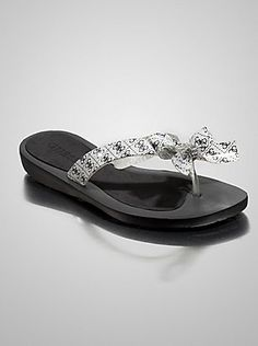 005671617e663 I absolutely love Guess and all their product like this TUTU2 FLIP-FLOP  SANDALS.
