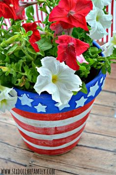 Ready for a super easy, but awesome patriotic craft? This DIY Stars & Stripes planner is perfect!