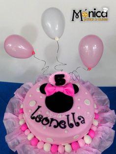 Torta de Minie Mouse, con detalles únicos en ella. Visita la pagina de face de  MONICA PASTAS Y DULCES.