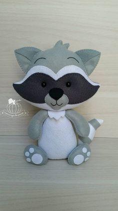 New Baby Toys Sewing Website Ideas Felt Animal Patterns, Stuffed Animal Patterns, Fabric Animals, Felt Animals, Jordan Baby Shower, Baby Boy Toys, Sewing Stuffed Animals, Felt Decorations, Sewing Toys