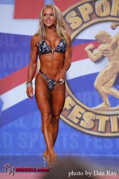 Female Form #StrongIsBeautiful #Inspiration #WomenLift2 Monica Brant