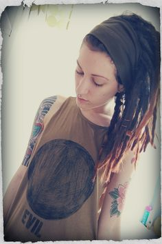 Love her dreads, clothes and tattoos :D
