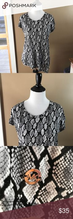 NWT! Michael Kors Animal print Shirt Sz XS $60 Val New with tags! Michael Kors snakeskin print shirt in black and gray. Size extra small. Retail value $59.50. Comes from a smoke free and pet free home. Michael Kors Tops Blouses