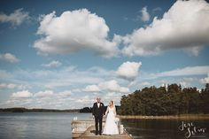 Groom | Bride | Clouds | Weddings | Wedding Photography | Jere Satamo | Hääkuva | Wedding Portrait | Happy Couple