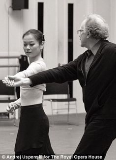 Miyako Yoshida rehearsing with Anthony Dowell.