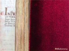 De Aetatibus Mundi Imagines. Envuelto en terciopelo de seda natural carmesí. Wrapped in crimson natural silk velvet.  www.bibliogemma.com #bibliogemma#amorallibro#arqueologia#archeology#facsimil#facsimile#libro#book#arte#art#joya#jewel#raro#rare#aetatibus#biblia#bible#renacimiento#renaissance#codice#codex