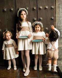 La boda de Gloria y Daniel – Querida Valentina Twin Outfits, Matching Family Outfits, Kids Outfits, Vintage Kids Clothes, Kids Clothes Boys, Cute Girl Dresses, Flower Girl Dresses, Cute Baby Couple, Pippas Wedding