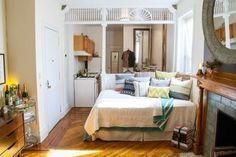 Un studio minuscule ? Une cuisine très étroite ? Une chambre dans un living ? Voici 40 idées pour aménager les petits espaces.     Un lit-divan.    Focus : Home, décoration, petits espaces, aménagement, intérieur