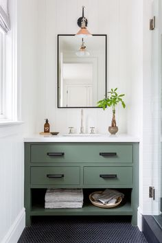 simple bathroom design // green bathroom vanity // farmhouse inspired bathroom decor Source by mixmatchdesignc The post Bathroom Design appeared first on Tahlia Home Decorator. Simple Bathroom Designs, Modern Bathroom, Bathroom Green, Bathroom Plants, Boho Bathroom, Bathroom Lighting, Bathroom Colours, Bathroom Vanity Decor, Colorful Bathroom