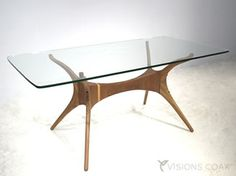 オクト ダイニングテーブル 詳細写真: オーガニックデザインの脚部に幅170cmのガラス天板を載せています。