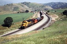 ATSF/SP, Bealville, California, 1989 Eastbound Atchison, Topeka and Santa Fe freight train on Southern Pacific Railroad track in Bealville, California, on April 14, 1989. Photograph by John F. Bjorklund, © 2016, Center for Railroad Photography and Art. Bjorklund-87-26-18