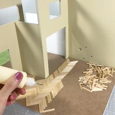 I love using coffee stirrers for miniature flooring 😍 They can be sanded, sta. - I love using coffee stirrers for miniature flooring 😍 They can be sanded, stained, and varnished - Miniature Crafts, Miniature Houses, Miniature Dolls, Diy Dollhouse Miniatures, Miniature Tutorials, Dollhouse Ideas, Doll House Crafts, Doll Crafts, Diy Barbie Furniture