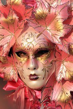 It's a Colorful Life ~ — Venetian Carnivale Mardi Gras Carnival, Venetian Carnival Masks, Carnival Of Venice, Venetian Masquerade, Masquerade Party, Masquerade Masks, Harlequin Mask, Venitian Mask, Costume Venitien