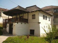 Poate una dintre cele mai frumoase case memoriale (Casa lui Anton Pann, din Râmnicu Vâlcea)! Beautiful Buildings, Traditional House, Romania, Places To Go, Tourism, Most Beautiful, Scenery, Anna, House Design