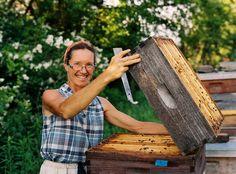 #MaryWoltz #beekeeper #BeesNeeds Karen Wise Photography http://FoodandArt.com
