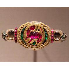 Royal Jewelry, Indian Jewelry, Photo Search, Temple Jewellery, Bracelet Watch, Emerald, Brooch, Bracelets, Earrings