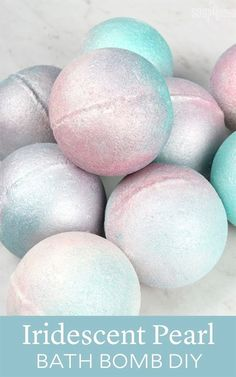 Iridescent Pearl Bath Bomb DIY - Soap QueenIridescent Pearl Bath Bomb DIYHow to make natural rose milk bath bombsRose Milk Bath Bombs - (with FREE stickers to print!) These gorgeous bath bombs are naturally colored Disney Diy, Homemade Beauty, Diy Beauty, Homemade Soaps, Beauty Stuff, Pearl Bath Bombs, Diy Unicorn, Unicorn Rooms, Bath Bomb Molds