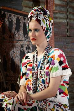 Jenny Kee turns to Romance Was Born for a fresh spin on her legendary creations. Fashion Colours, Colorful Fashion, Cute Fashion, Fashion Beauty, Vintage Fashion, Ways To Wear A Scarf, How To Wear Scarves, Turbans, Textiles