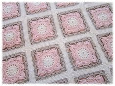 Granny pattern in 500 block book Crochet Square Blanket, Granny Square Crochet Pattern, Crochet Diagram, Crochet Squares, Crochet Granny, Crochet Motif, Baby Blanket Crochet, Crochet Stitches, Crochet Baby