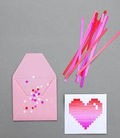 Por si no te agrado nuestra tarjeta de San Valentin en 3D, aqui te traemos otra tarjeta un poco mas digitalizada pero igual de sencillo y economica de hacer. Recuerda que esta tarjeta de San Valentin puedes usarla para jugar con el buzon en forma de corazon. Sigue leyendo esta manualidad para aprend