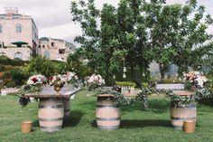 712cca59f304 Wine barrels buffet decorations idea with greenery and flower arrangements.  idea decorazioni bouffet per matrimonio