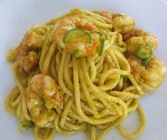 Spaghetti con gamberi e crema di fiori di zucca | Ricette della Nonna Penne Pasta, Scampi, Linguine, Couscous, Gnocchi, Crepes, Health Fitness, Pizza, Menu