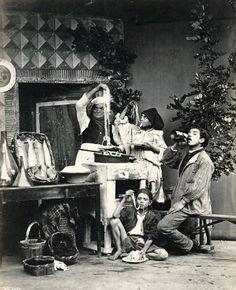 """""""Comedores de espaguetis"""" (antes de 1886). Obra de Giorgio Sommer (1834-1914). /// """"Spaghetti eaters"""" (before 1886). Work by Giorgio Sommer (1834-1914)."""