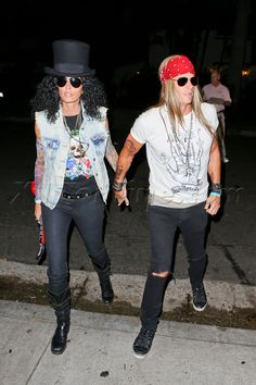 Cindy Crawford And Hubby Dress Up As Slash And Axl Rose - Online disfraces parejas miedo Best 80s Costumes, 80s Party Costumes, 1980s Costume, 80s Rocker Costume, Funny Couple Costumes, Axl Rose Costume, Slash Costume, Rockstar Halloween Costume, Spirit Halloween Costumes