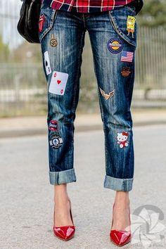 Başka bir seçenek ise, pantolonunuza armalar dikmek. Bizce çok cool görünüyor.
