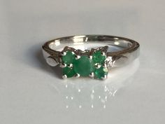 A beautiful  natural emerald ring in 925 by tarunenterprises