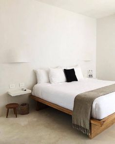 Good-looking contemporary bedroom furniture Minimalist Room Design, Bedroom Minimalist, Minimalist Garden, Minimalist Decor, Bedroom Layouts, Bedroom Sets, Master Bedroom, Master Suite, Bedding Sets
