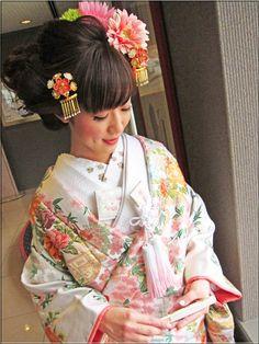 素敵大好き♪美輝美容室 華やかな洋髪~春♪白地にピンクの桜模様の色打掛で・・♪♪