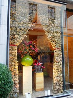 (A través de CASA REINAL) >>>> Beautiful decorations of a flower shop