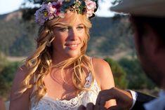 Corona grande de flores preservadas para novia y ramo a juego