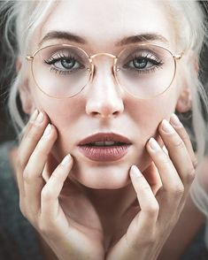 Why improve eye sight? I'm tired of things being blurry. the joy of seeing things clearly. I can wear these gorgeous gold rimmed glasses. sharpen one of my basic senses & thus enhance my perception of the world around me. Gold Round Glasses, Gold Rimmed Glasses, New Glasses, Glasses Online, Girls With Glasses, Glasses Outfit, Makeup With Glasses, Girl Glasses, Lunette Style